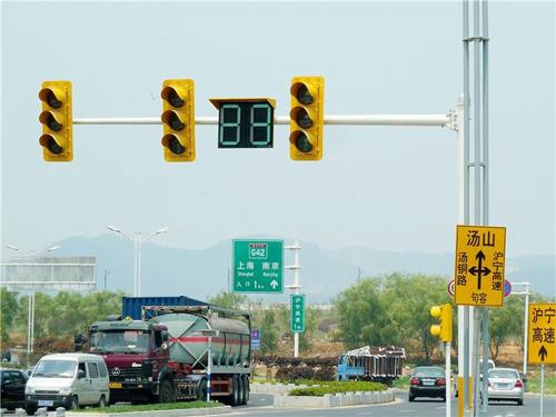 南京主城区信号实现全部联网,建成83条绿波带