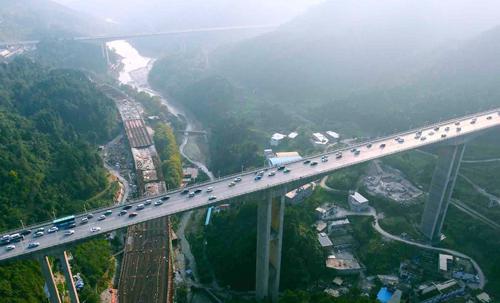 贵州交通建设上半年投资突破700亿元,全国第一
