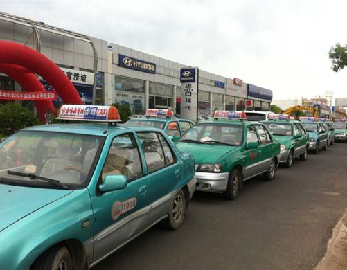 赤峰市740辆出租车已安装卫星定位智能终端