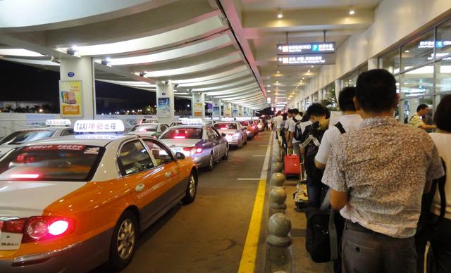 交通部拟规定:出租车不得通过电召在机场等排队候...