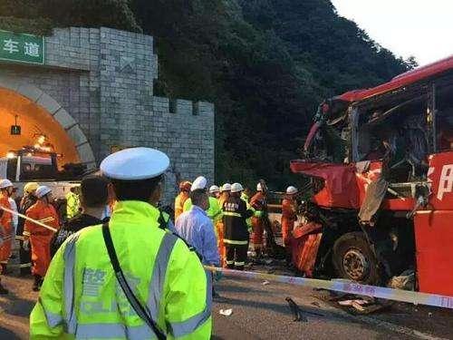 秦岭一号隧道口客车撞壁事故调查正在进行 道路客运行业深入开展安全生产大检查