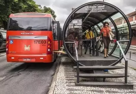 国内首个中运量公交智能化研发中心成立