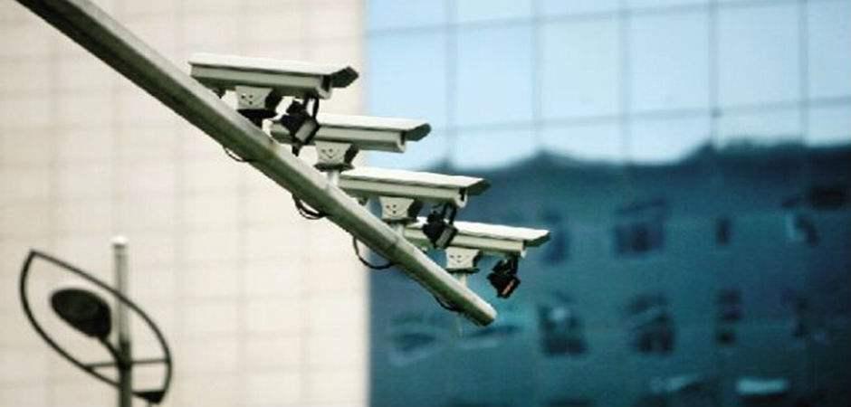 """深圳新增88套电子警察 专拍""""不礼让行人"""""""