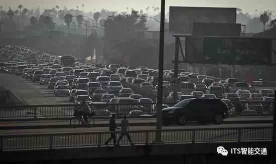 帮倒忙?研究称手机地图应用或恶化交通状况