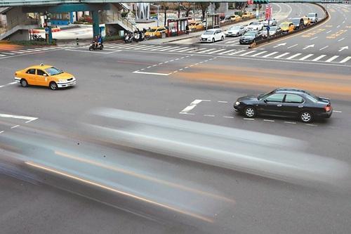 赵怀柏:高效智能交通设施管理系统的设计与实现