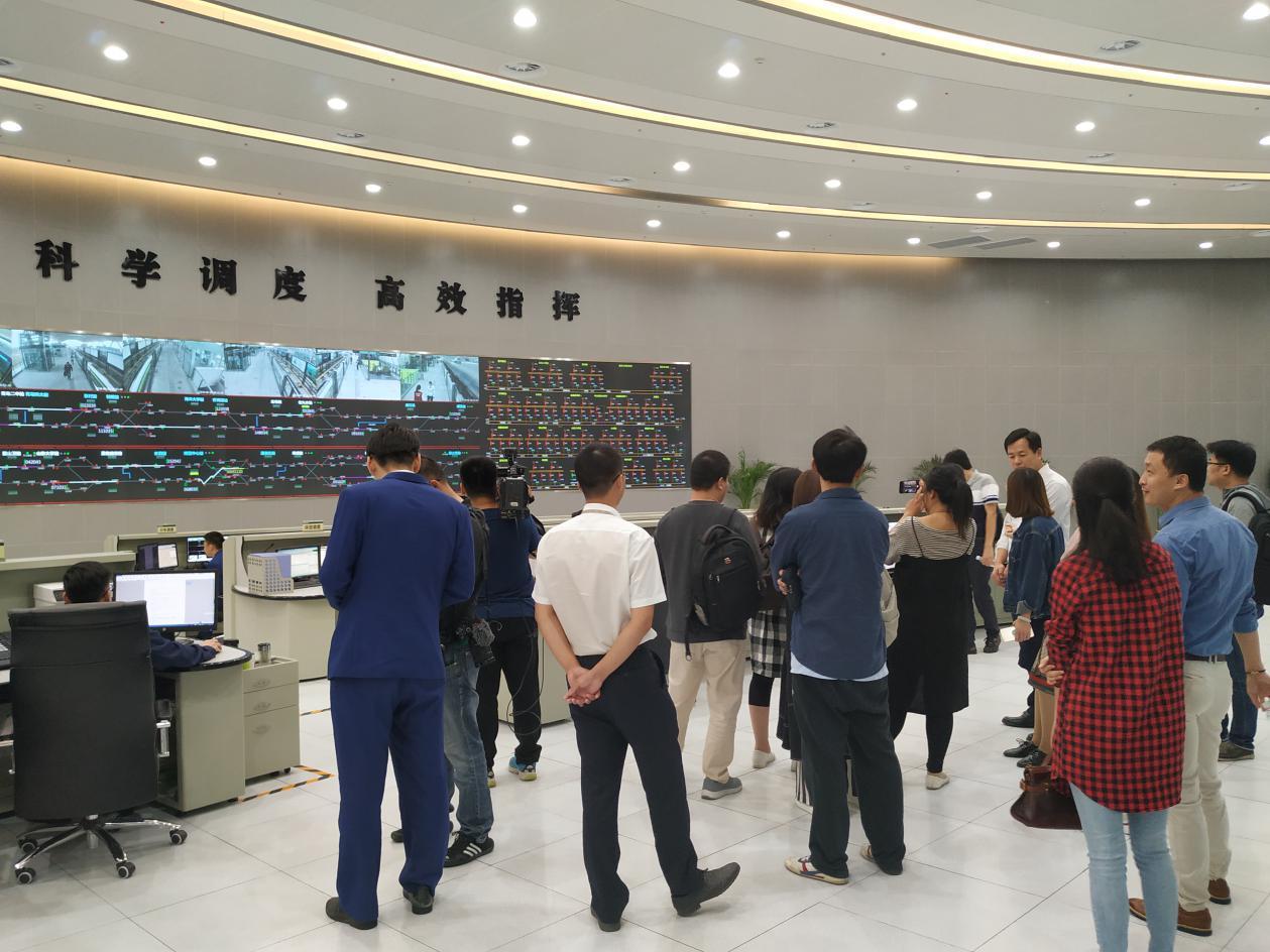 """平稳运行159天,海信为你揭秘青岛地铁11号线上的""""..."""