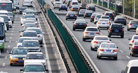 截至2018年9月底 全国机动车保有量达3.22亿 驾驶...