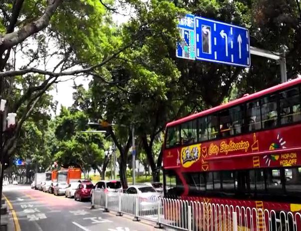广州市区首个分时段逆向可变车道路口投入使用