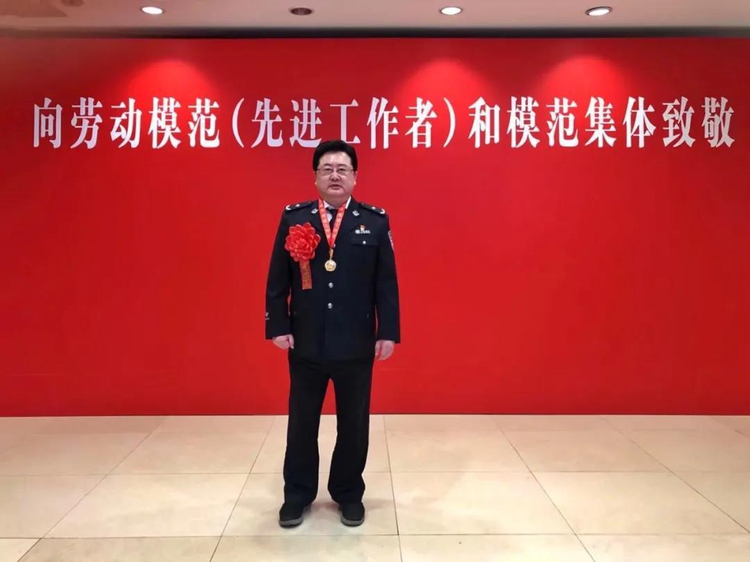 """鲍逸明荣获""""上海市劳动模范 (先进工作者)""""称号"""